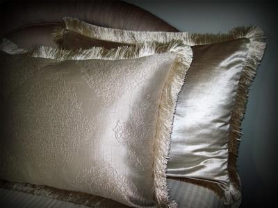 Reversible pillow shams