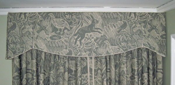 Scalloped box pleated valance and curtains