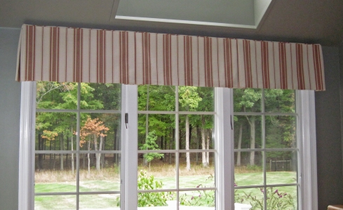 Valance with inverted pleats